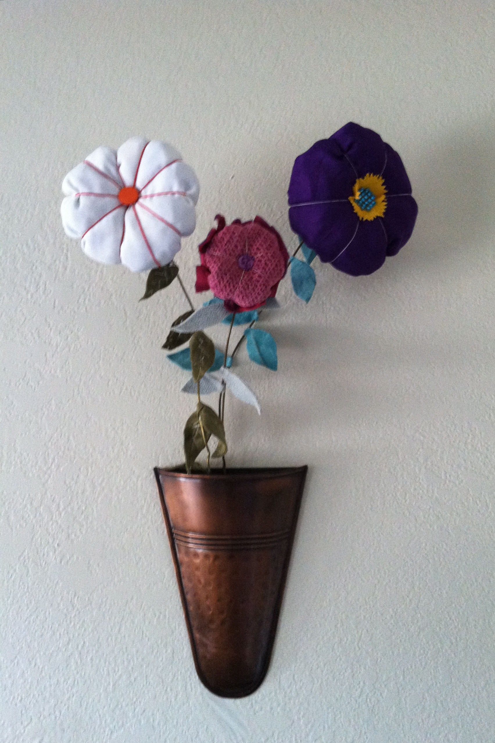 How to make fabric flowers sas fabrics superstore fabric flowers like these they are very easy to make look great and are so sassy izmirmasajfo
